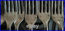Serie de 12 fourchettes en argent massif poinçon Minerve